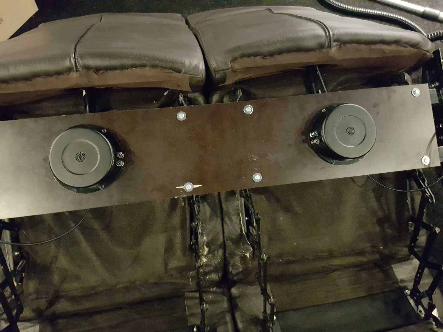 Bass Shaker in 2 Leather Sofa